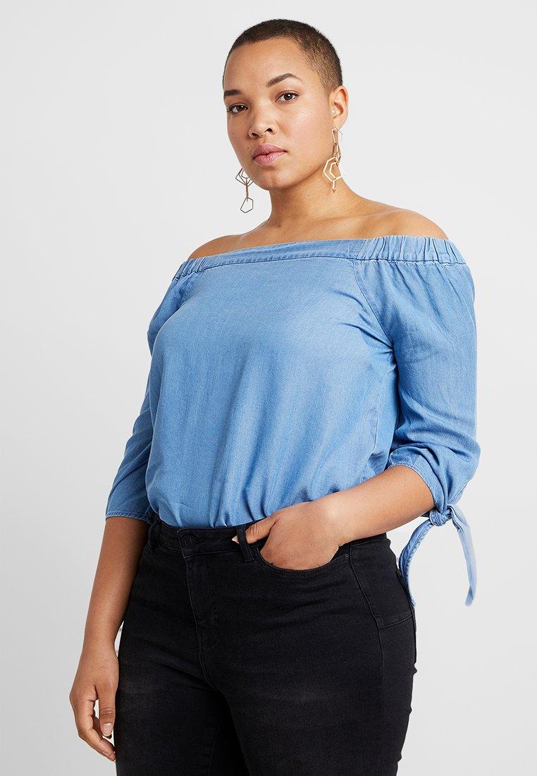 Vero Moda Curve - VMMIA OFF SHOULDER TIE SLEEVE - Bluse - light blue denim