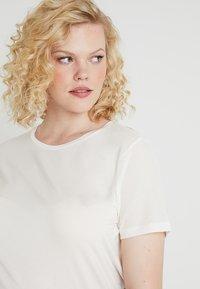 Vero Moda Curve - Bluser - snow white - 4