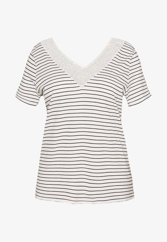 VMHELA CURVE - Print T-shirt - snow white/night sky