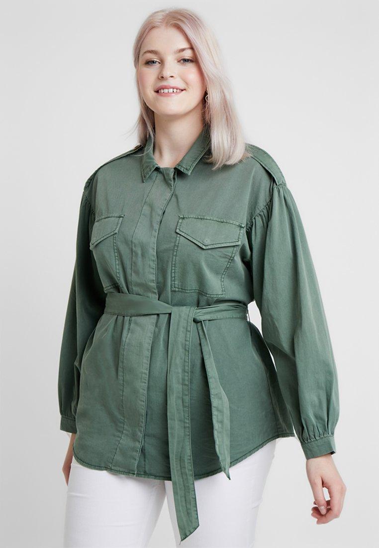 Vero Moda Curve - VMFLAME CARGO BELT - Summer jacket - laurel wreath