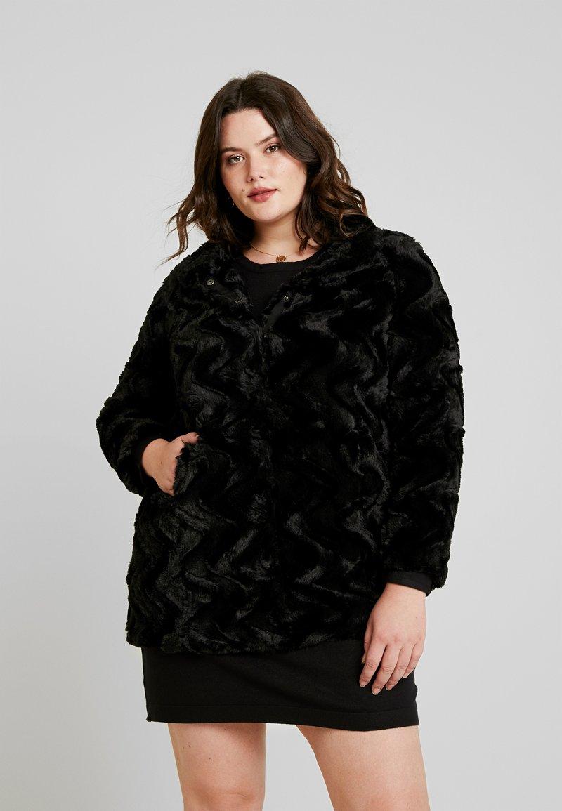 Vero Moda Curve - VMCURL HIGH NECK JACKET - Chaqueta de invierno - black