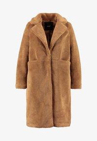 Vero Moda Curve - VMHOLLY LONG TEDDY JACKET - Zimní kabát - tobacco brown - 3