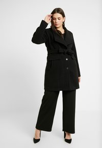 Vero Moda Curve - VMCALAMARIA JACKET - Abrigo corto - black - 1