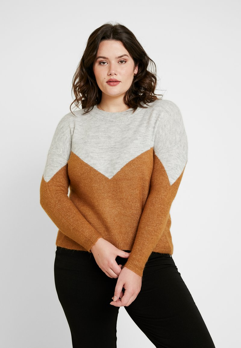 Vero Moda Curve - VMRANA O NECK BLOCK - Strickpullover - light grey melange/tobacco brown