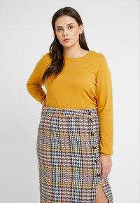 Vero Moda Curve - VMHAPPY - Pullover - amber gold - 4