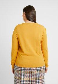 Vero Moda Curve - VMHAPPY - Pullover - amber gold - 0