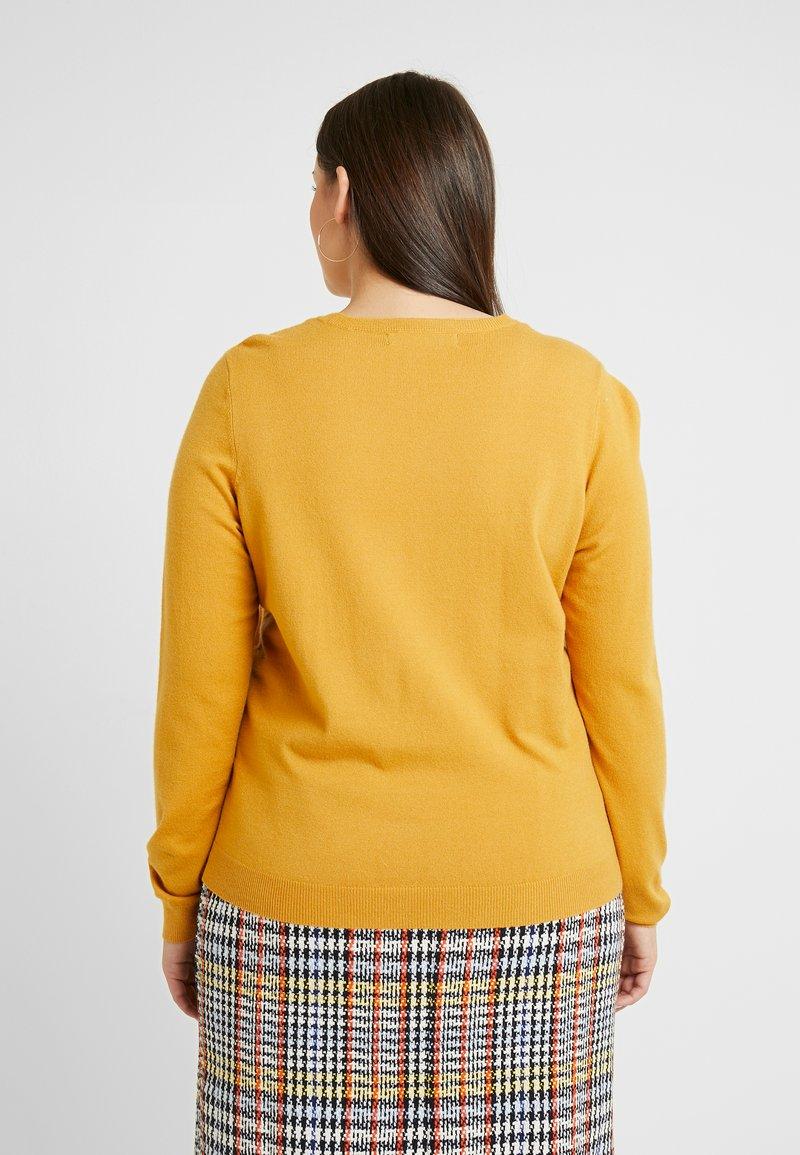 Vero Moda Curve - VMHAPPY - Pullover - amber gold