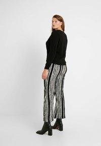 Vero Moda Curve - VMHAPPY - Pullover - black - 2