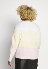 Vero Moda Curve - VMDOFFY O-NECK NEW BLOCK BLOUSE - Pullover - white - 2