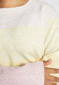 Vero Moda Curve - VMDOFFY O-NECK NEW BLOCK BLOUSE - Pullover - white - 5