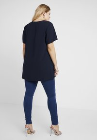 Vero Moda Curve - Jeans slim fit - medium blue denim - 2