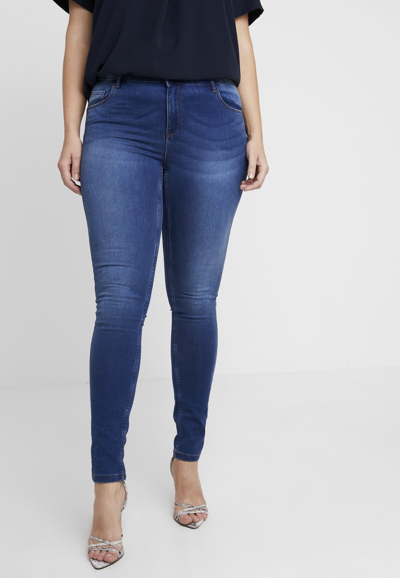 Vero Moda Curve - Jeans slim fit - medium blue denim