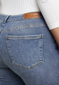 Vero Moda Curve - VMTERESA - Jeans Skinny Fit - medium blue denim - 5