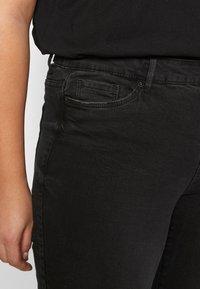 Vero Moda Curve - VMSEVEN DESTROY - Vaqueros slim fit - black - 4