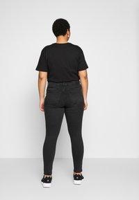 Vero Moda Curve - VMSEVEN DESTROY - Vaqueros slim fit - black - 2