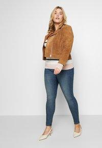 Vero Moda Curve - VMSEVEN GIRL - Jeans Skinny Fit - medium blue denim - 1