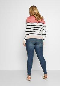 Vero Moda Curve - VMSEVEN GIRL - Jeans Skinny Fit - medium blue denim - 0