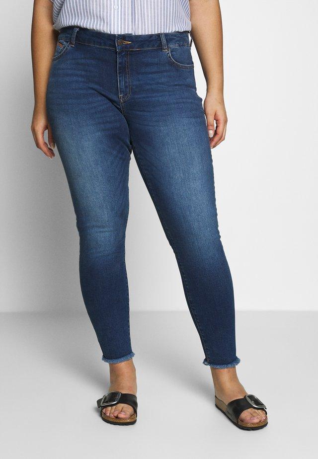 VMSEVEN - Jeansy Skinny Fit - medium blue denim