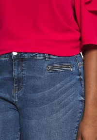 Vero Moda Curve - VMSEVEN SLIM ZIP ANK - Jeans Skinny Fit - medium blue denim - 4