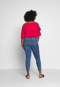 Vero Moda Curve - VMSEVEN SLIM ZIP ANK - Jeans Skinny Fit - medium blue denim - 2