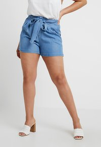 Vero Moda Curve - VMMIA SUMMER - Shorts - light blue denim - 0