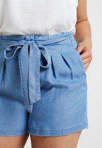 Vero Moda Curve - VMMIA SUMMER - Shorts - light blue denim - 4