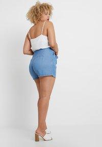 Vero Moda Curve - VMMIA SUMMER - Shorts - light blue denim - 2