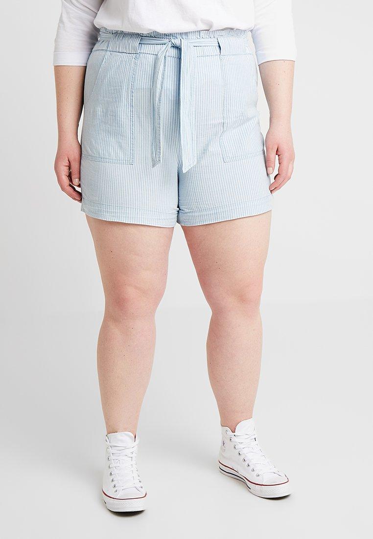 Vero Moda Curve - VMEMILY CHAMBRAY POCKET - Shorts - light blue