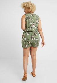 Vero Moda Curve - VMSIMPLY EASY - Shorts - oil green - 2