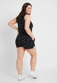 Vero Moda Curve - VMSIMPLY EASY - Shorts - black - 2