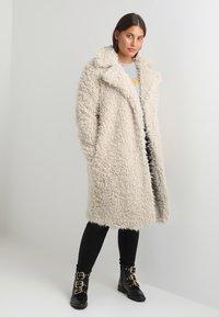 Vero Moda Curve - Classic coat - oatmeal - 2