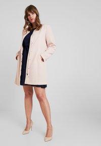 Vero Moda Curve - Zimní kabát - mocha mousse - 1