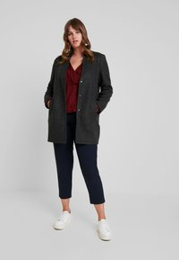 Vero Moda Curve - VMBRUSHED KATRINE  - Short coat - dark grey melange - 1