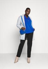 Vero Moda Curve - VMMARBLEBELLA JACKET - Krátký kabát - slate - 1
