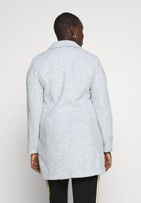 Vero Moda Curve - VMMARBLEBELLA JACKET - Krátký kabát - slate - 2
