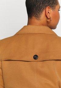 Vero Moda Curve - VMBERTA JACKET - Trench - tobacco brown - 4