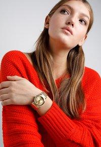 Versace Watches - V-MOTIF VINTAGE LOGO - Zegarek - gold-coloured - 0