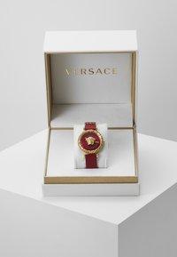 Versace Watches - PALAZZO EMPIRE GRECA - Ure - red - 2