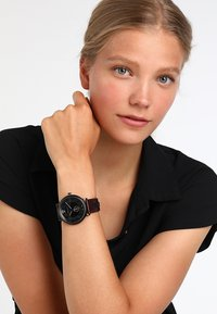 Versace Watches - V-CIRCLE THE MANIFESTO EDITION - Uhr - black/brown - 3