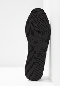 Versace Jeans Couture - Sneakers laag - bianco ottico - 6