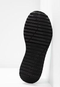 Versace Jeans Couture - Sneakers alte - bianco ottico - 6