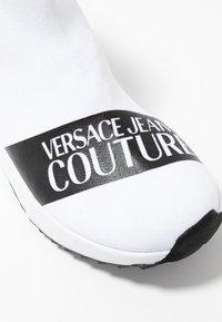 Versace Jeans Couture - Sneakers alte - bianco ottico - 2