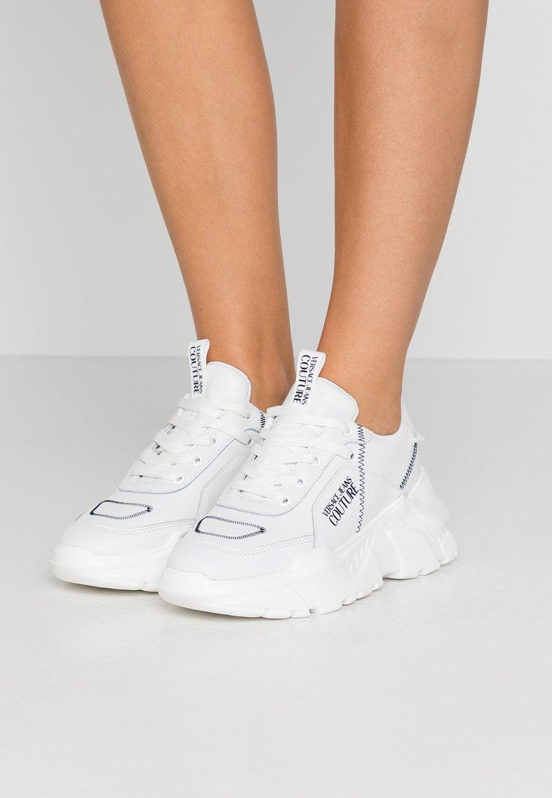 Versace Jeans Couture - LINEA FONDO SPEED  - Tenisky - white