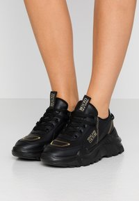 Versace Jeans Couture - LINEA FONDO SPEED 1 - Trainers - black - 0