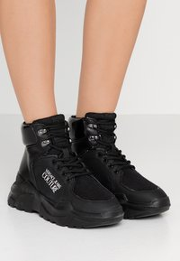 Versace Jeans Couture - LINEA FONDO SPEED  - High-top trainers - black - 0