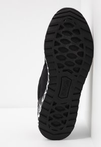 Versace Jeans Couture - LINEA WAVE - Trainers - black - 6