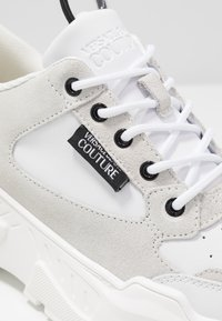 Versace Jeans Couture - Sneaker low - bianco ottico - 2
