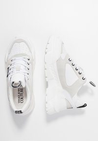 Versace Jeans Couture - Sneaker low - bianco ottico - 3
