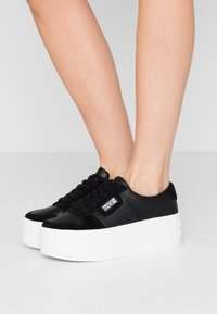 Versace Jeans Couture - Baskets basses - nero - 0