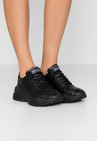Versace Jeans Couture - Sneaker low - nero - 0